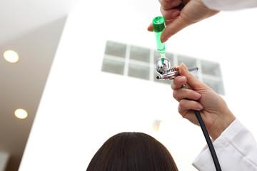 Bioinfuzja tlenowa skóry głowy i włosów.