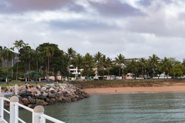 Blick vom Bootssteg auf den Strand