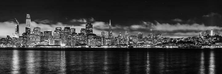 Panorama skyline San Francisco monochrom bei Nacht
