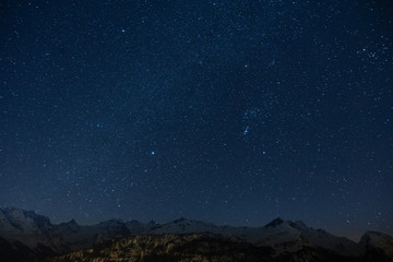 Sternenmeer über Schneeberge