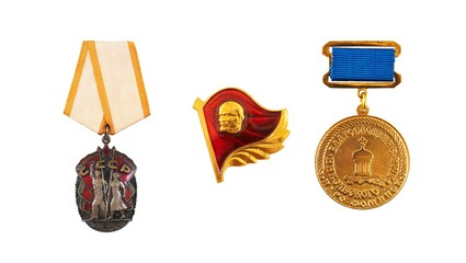 """The award of the Soviet Union. The inscription on the sign in Russian means in English """"Badge of Honor of the USSR. Workers of all countries, unite!"""""""