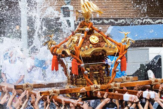 富岡八幡宮例大祭神輿水かけ祭