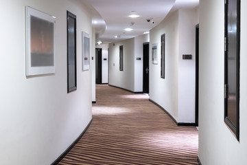 Fototapeta The white Hotels semicircular corridor in UAE obraz