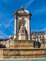 Blick auf den Visconti-Brunnen in Paris, Frankreich