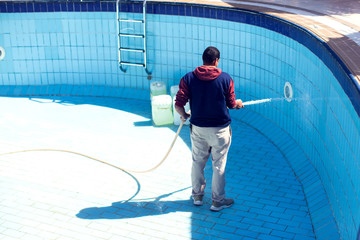 Service and maintenance of the pool. Cleaning the pool.