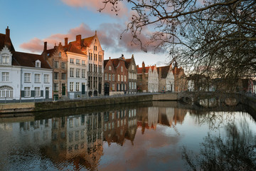 Poster de jardin Bruges Brugge evening cityscape. Old buildings at water channel in Bruges, Belgium