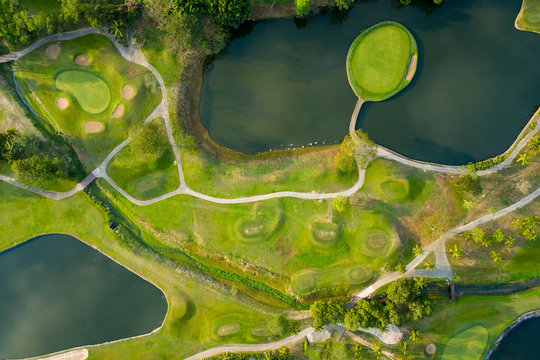 Aerial photos of golf courses with beautiful lakes.