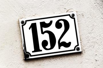 Hausnummer 152