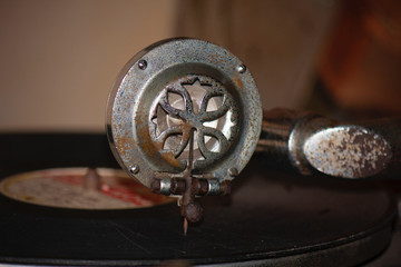 A very old phonograph player takes us back in time