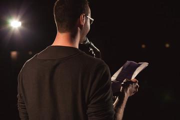 Textvorstellung bei einer Veranstaltung