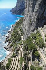 Capri Amalfi Küste: Aussicht auf die historische Serpentinenstrasse Via Krupp auf der Felseninsel Capri