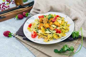 Chicken and spinach pasta with ricotta