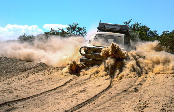 4x4 drive on extremely dusty track