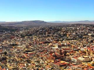 Ciudad colonial mexicana vista desde las alturas