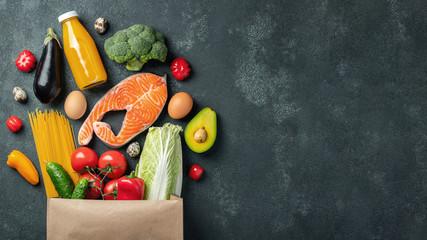 Papiers peints Nourriture Supermarket. Paper bag full of healthy food.