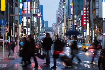雨の銀座通りのイメージ
