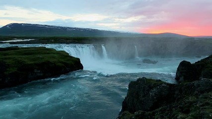 壁紙(ウォールミューラル) - The rapid flow of water powerful Godafoss cascade. Location place Bardardalur valley of Iceland.