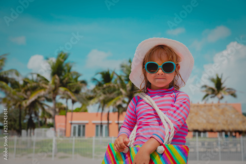 be04c11211b cute little girl at summer beach vacation