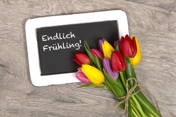 Tulpen und Tafel: Endlich Frühling