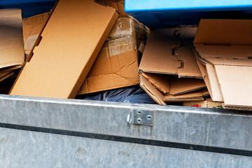 kartonagen im container