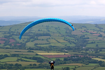 Fototapete - Paraglider in the Brecon Beacons, Wales