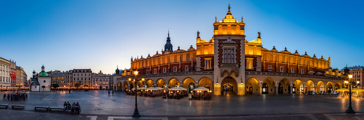 Fotorollo Krakau Krakow Cloth Hall by early blue hour (panoramic)