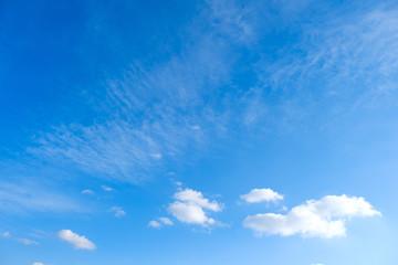 【写真素材】 青空 空 雲 飛行機雲 冬の空 背景 背景素材 1月 コピースペース