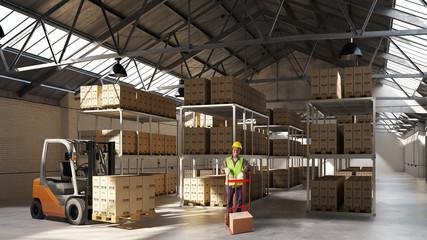 Arbeiter mit Gabelstapler und Ware in Lagerhalle