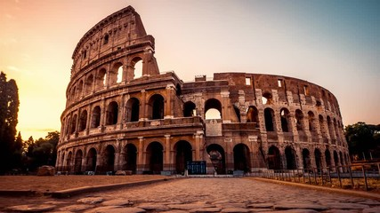 Fototapete - Epic timelapse of the ancient Colosseum in Rome at sunrise