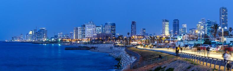 Tel Aviv Skyline Panorama Israel blaue Stunde Nacht nachts Stadt Meer Hochhäuser
