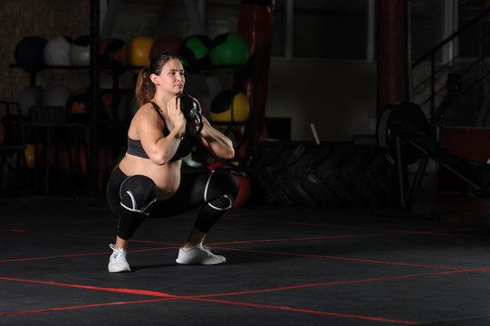 Pregnant female athlete doing goblet squats