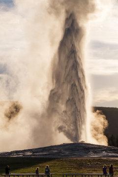 Od Faithful Geyser in eruption