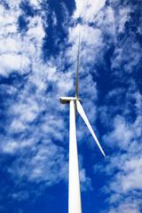 Windrad produziert umweltfreundliche Energie für die Zukunft.