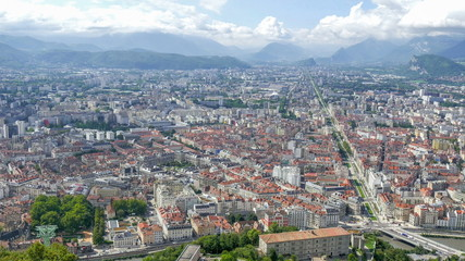 6466_The_beauty_of_the_city_of_Grenoble_on_a_skyview.jpg