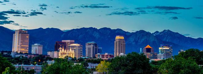 Salt Lake City skyline in the early morning before sunrise Fototapete
