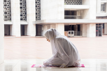 Religious woman doing Salat in the Istiqlal mosque