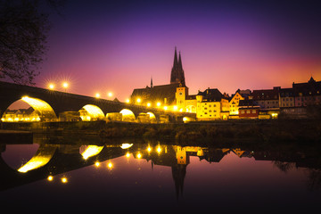 Fototapete - Regensburg and the Historic Stone Bridge at Sunrise