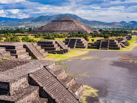Stunning view of Teotihuacan Pyramids and Avenue of the Dead, Mexico