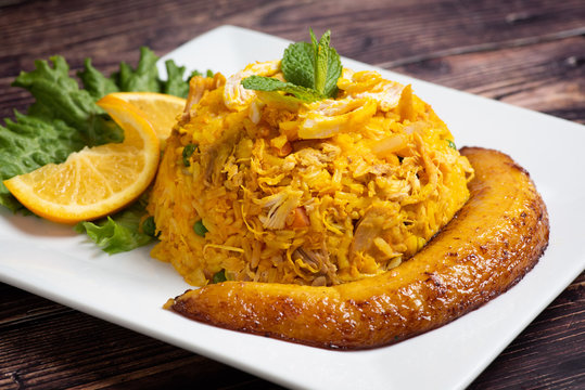 Arroz con pollo colombiano (colombian style rice with chicken meat)