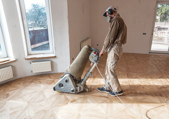 Obraz professional master grinding a parquet with machine - fototapety do salonu