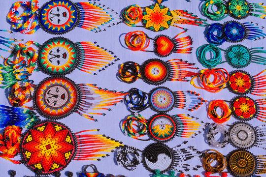 Tradiciones en el arte Huichol, Jalisco México.