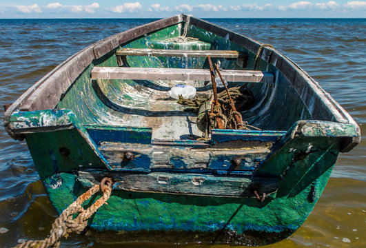 empty green wooden boat on sea during daytime