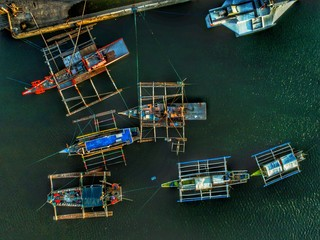top view photography of boats sailing on body of water at daytime