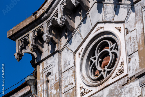 The facade of the abandoned building in the Florentine