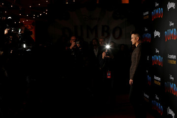 """Cast member Colin Farrell poses at the premiere for the movie """"Dumbo"""" in Los Angeles"""