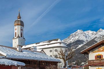 Pfarrkirche Sankt Martin vor dem Kramer im Winter, Garmisch Partenkirchen