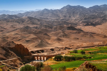 Poster Cappuccino Mountain landscape of Iran. The ancient bridge in the vicinity of Yazd.