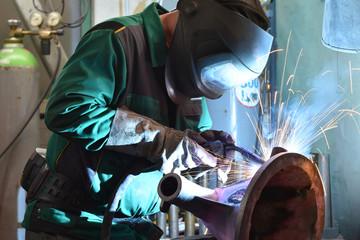 Schweißer im Stahlbau // Welders in steel construction