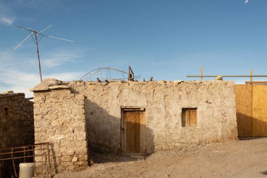 Fachada de casa en pueblo de Peine