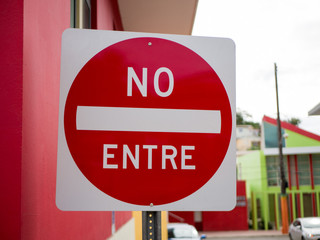 No Entre sign meaning Do Not Enter in Spanish.